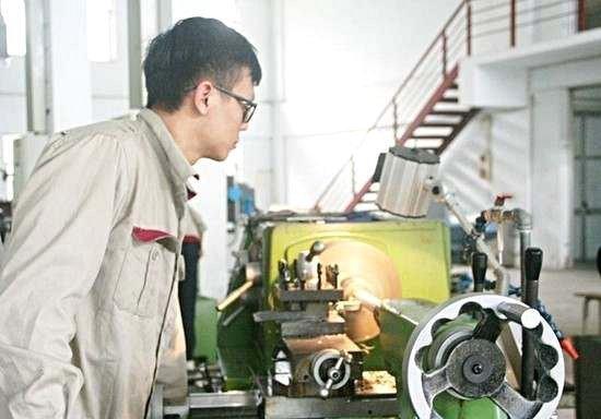Đào tạo sơ cấp nghề cắt gọt kim loại